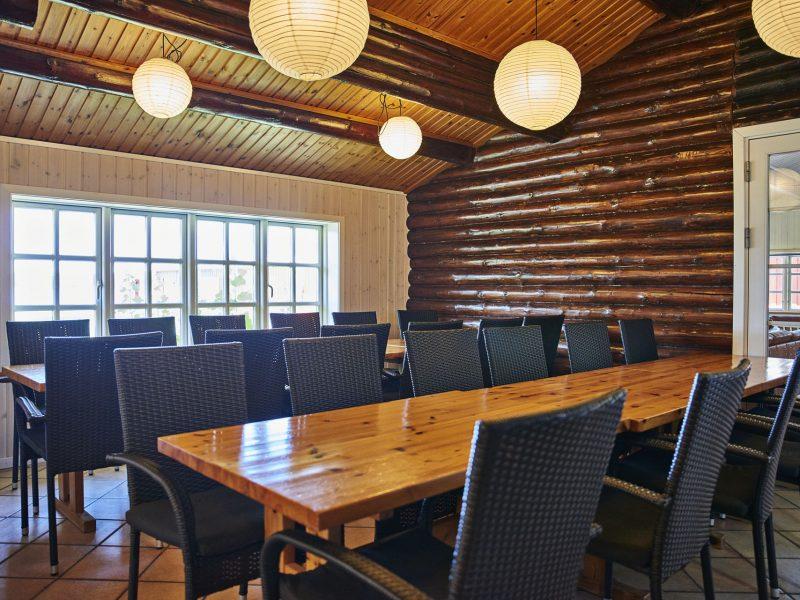 Mødelokale med bordopstilling